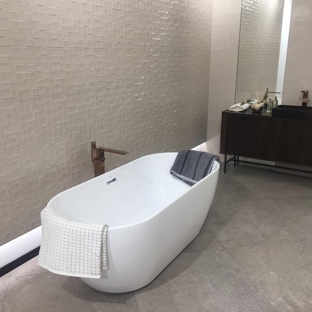 Lauzzo free standing porcelanosa bath