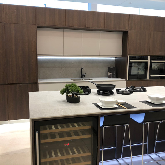 Lauzzo Porcelanosa kitchen showroom install