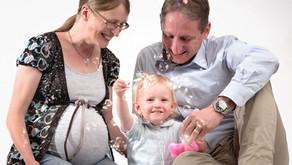 Familienfotoshooting mit Babybauch.