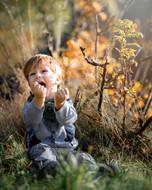 Junge in der Natur.