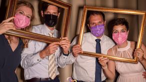 Fotobox an Hochzeit mit beliebtem Goldrahmen.