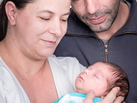 Newbornfotoshooting mit grosser Schwester