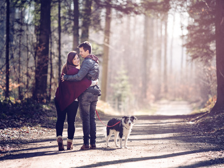 Save The Date Fotoshooting im Wald