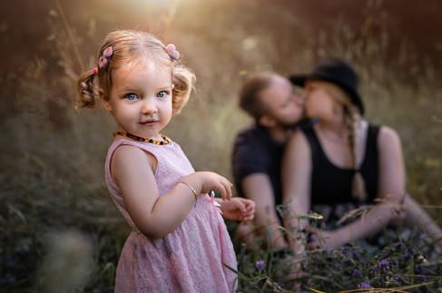 Mädchen mit Eltern