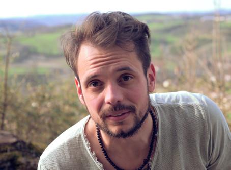 Thomas Pelissier part sur les routes du Lot, pour filmer les initiatives « positives »