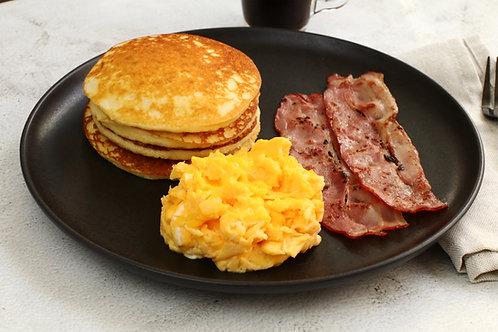 Ovos mexidos + Panquecas proteícas + Bacon