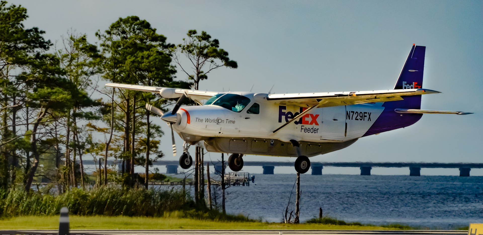 FedEx Feeder Cessna 208 lands at KMQI