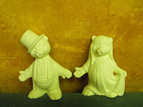 Old Fashioned bear couple