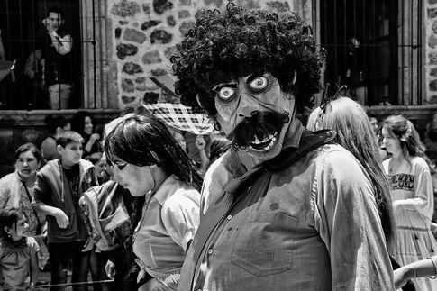 SDMA_Día de los Locos_Masked face in parade.jpg