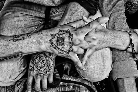 SDMA_Día de los Locos_couple's hands.jpg