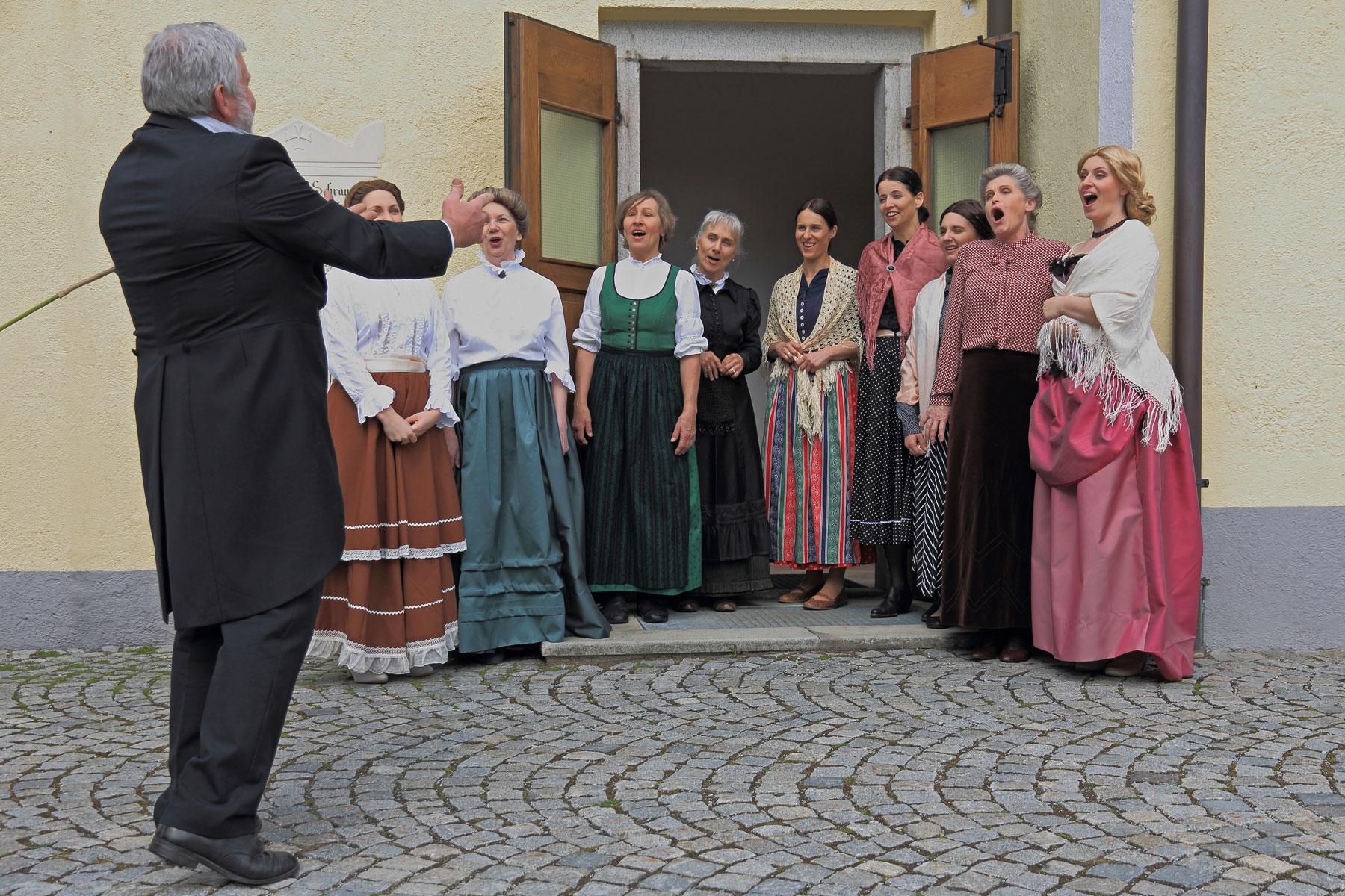 Chorprobe mit Oberlehrer Wögerbauer