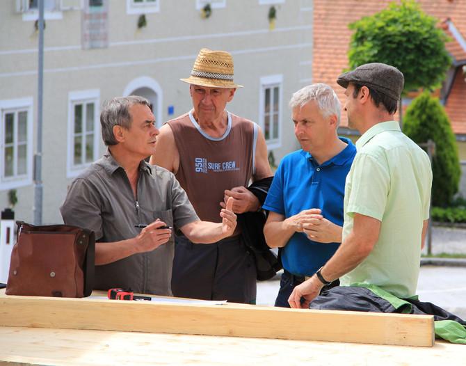 Die Bühnenbauer am Werk