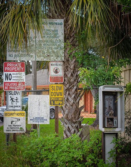 Wimauma 'Too many signs'