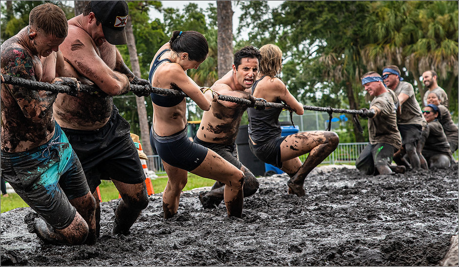 14 mud wars_man tugowar_FLT.jpg