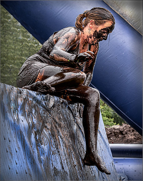 9 mud wars_girl obstacles blue wall_FLT.