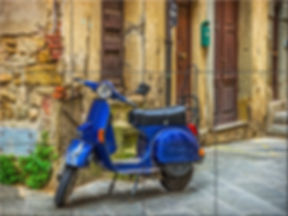 скутер на стоянке