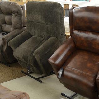 lift chairs_bargain barn.jpeg