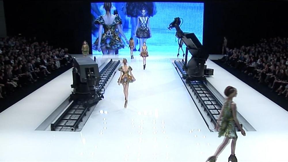 Desfile de PLATOS ATLANTIS, de Alexander MacQueen, com Lady Gaga - Reprodução