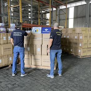 Operações contra pirataria fecham lojas no centro de SP e apreendem mais de 17 mil TV Box em Santos