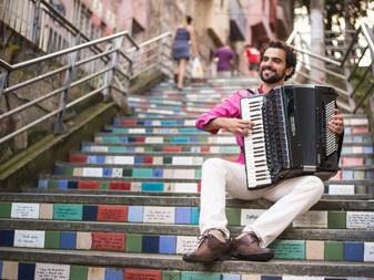 Caderno Gaúcho: Fernando Ávila, história e cultura pelas mãos do acordeonista