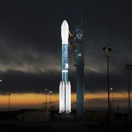 Foguete Delta II chega ao Rocket Garden do NASA Kennedy Space Center Visitor Complex, próximo a Orla