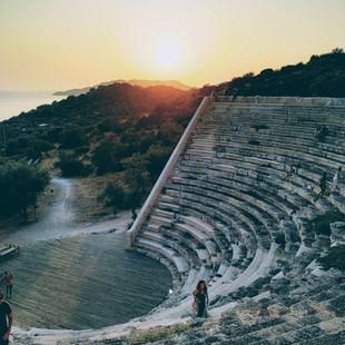 Захід сонця у театрі