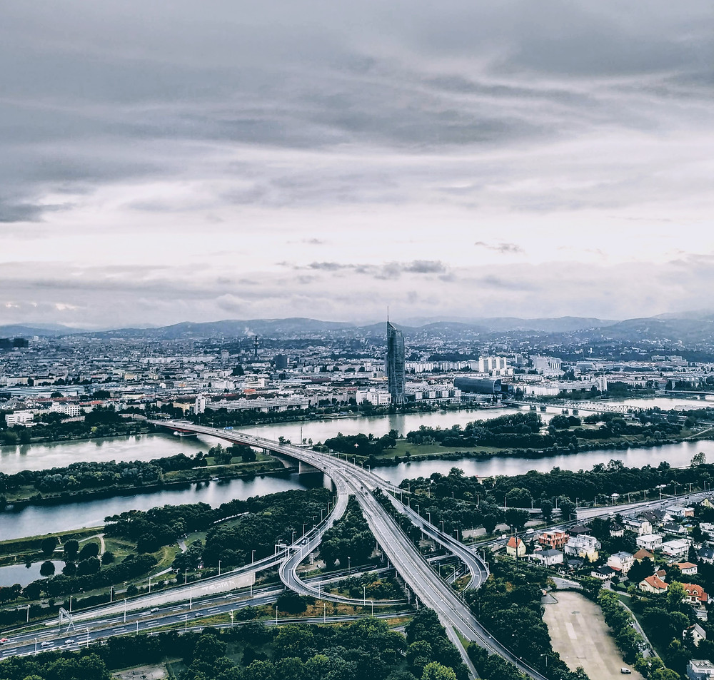 Відень з оглядового майданчику на Дунайській вежі