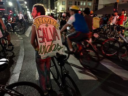 Cicloativistas se reúnem em manifestação contra a remoção das ciclovias