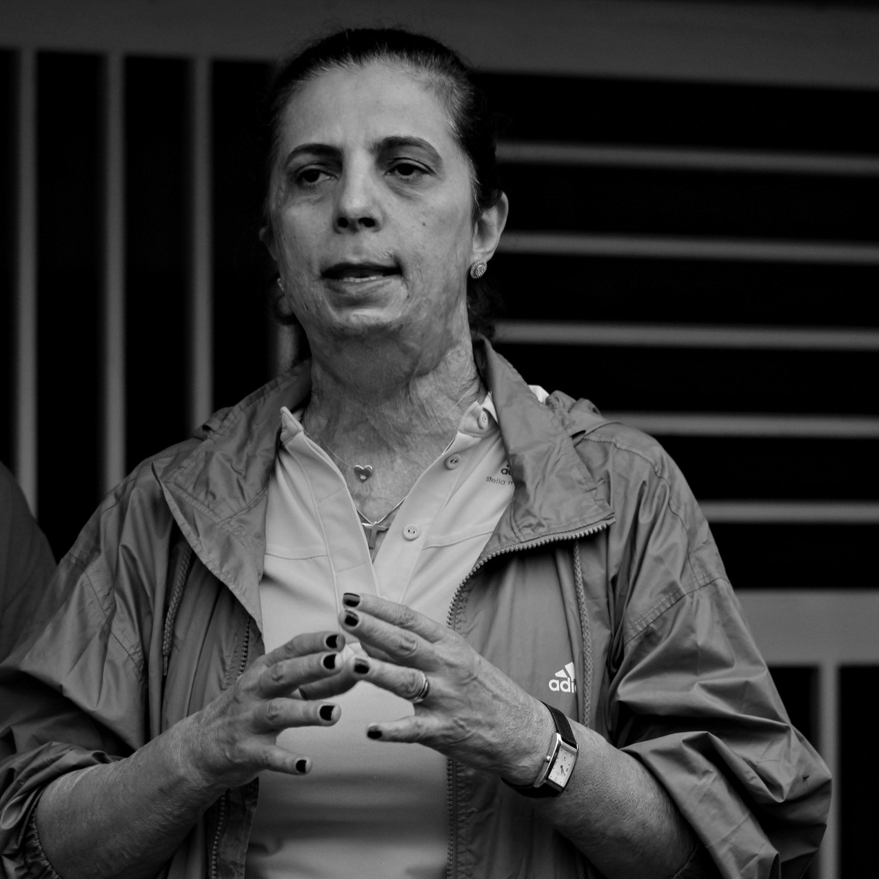 Protesto do dia 3.12 na porta do Jóquei Club de Goiás que reuniu certa de 50 pessoas para se discutir a imporância da luta por esse patrimônio público.