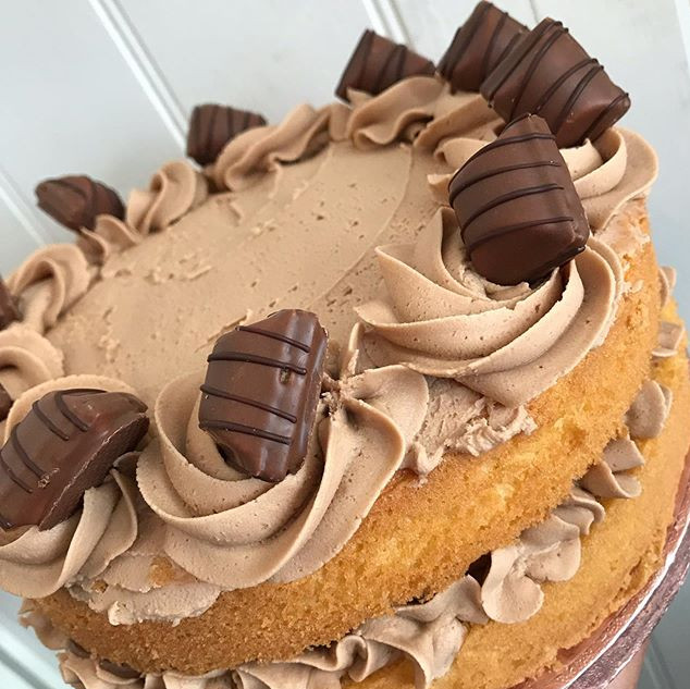 Kinder Bueno cake in the counter this we