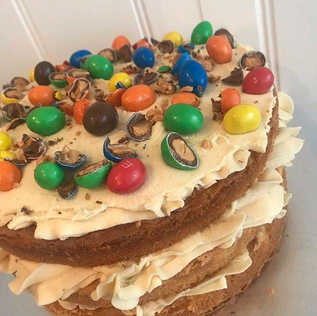 Peanut butter triple layer cake 😍 yum_w