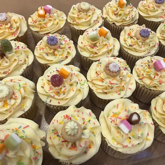 Vanilla and Chocolate cupcakes 🧁 Always