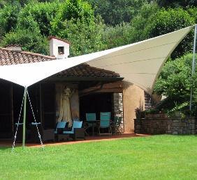 Tensostrutture, coperture in PVC, ombreggianti, vele e vela per giardino a Venezia, Padova e Ferrara.