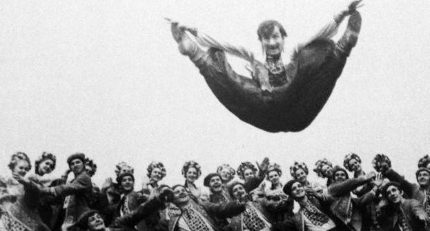 'HYPNOTIZING AUDIENCES'. YUNIST HONORED UKRAINIAN DANCE ENSEMBLE