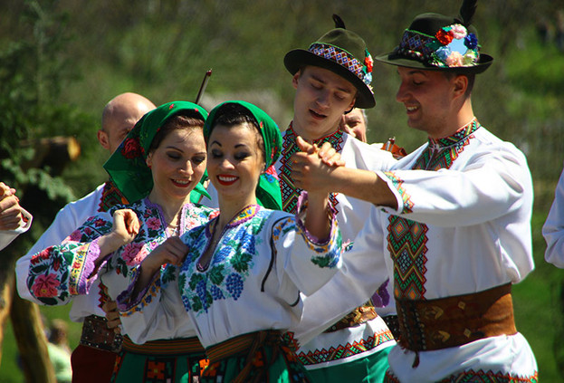 THE MASTERS OF BUKOVYNIAN DANCE