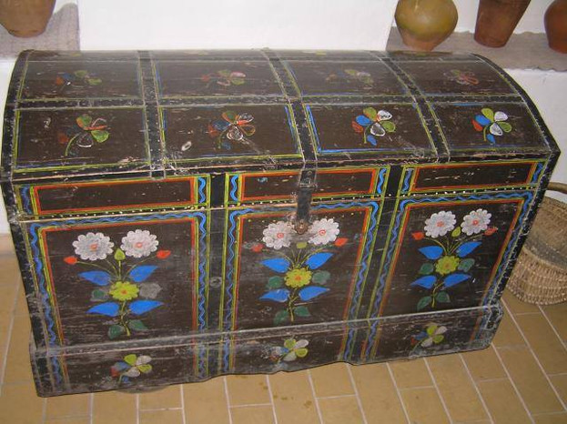 SKRYNIA – chest, trunk, coffer