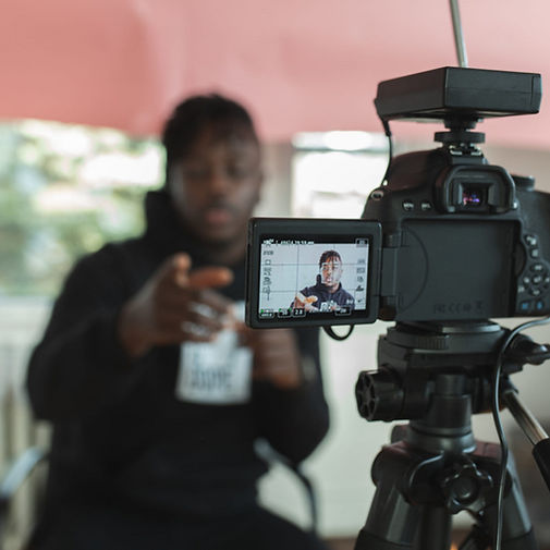 Man vlogging - 1280x854.jpg
