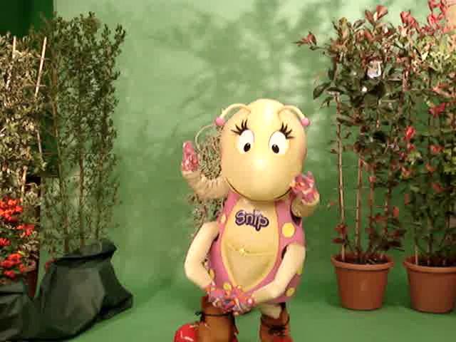 Cedar as Skip, dancing to Smile.