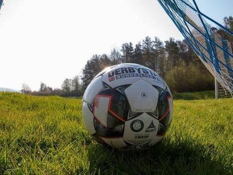 Der Fußball kehrt auf den Platz zurück