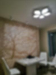 Лепнина на стене.