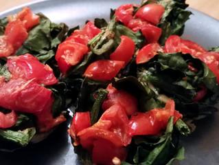 Tortino di uova, pomodorini e spinaci