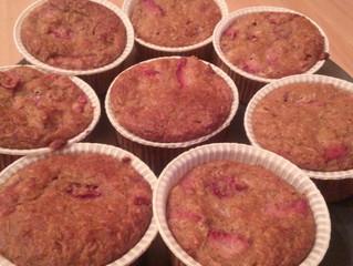 Muffins di fragole, cocco e datteri