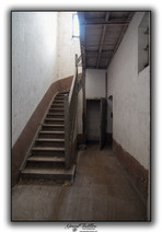 Escalier vers coursive 1er étage
