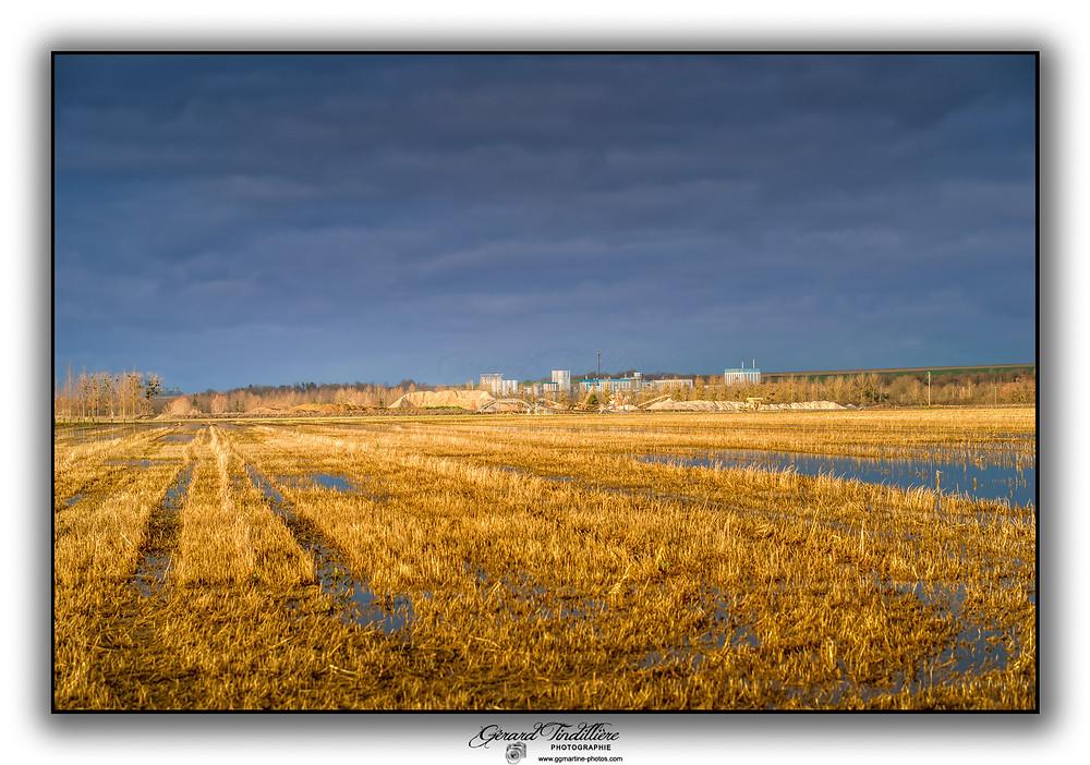 La Société Omya à Omey tout juste derrière la gravière située entre Saint-Martin-aux-Champs et Cheppes-la-Prairie.