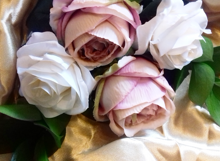 PLANNING YOUR WEDDING BOUQUET - 6 Big Blooms You Need To Give A Second Look!