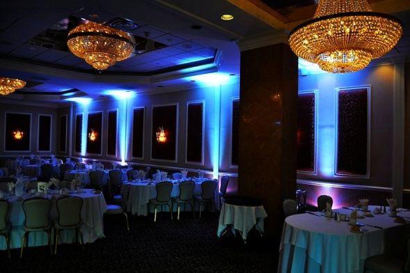 blue Uplighting / weddingBee.com