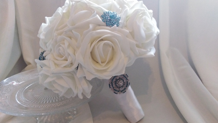 MAKING YOUR OWN WEDDING FLOWERS -  15+ TIPS FOR DIY BRIDES