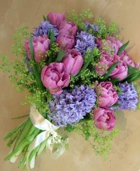 Hyacinth and Tulip Brides Bouquet, image by 'the weddingsecialists.net (found on pinterest)