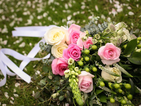 PLANNING YOUR WEDDING FLOWERS - Autumn Brides Guide To Using Berries And Seeds In Your Bouquet