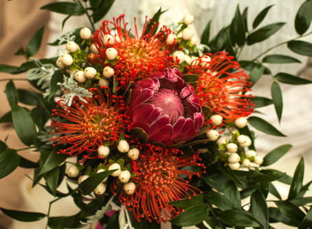 PLANNING YOUR WEDDING BOUQUET - Big and Bold Flowers